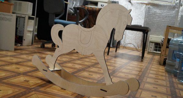 Лазерная резка фанеры лошадка качалка